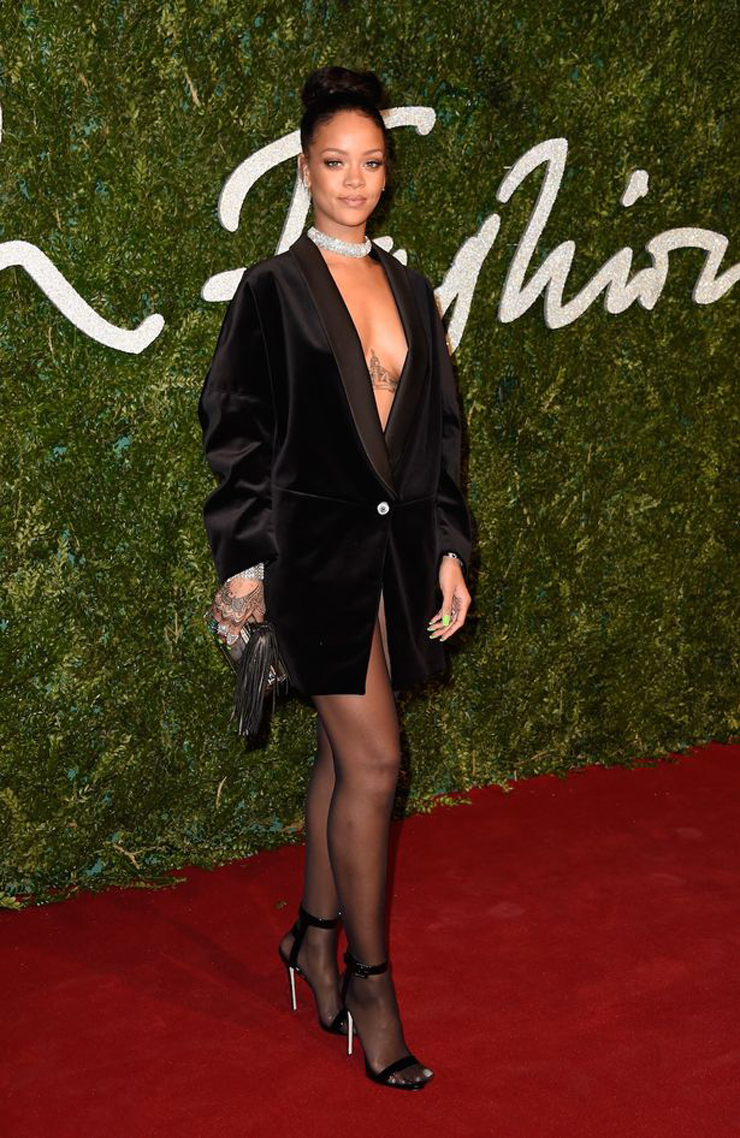 Rihanna-attends-the-British-Fashion-Awards-at-London-Coliseum